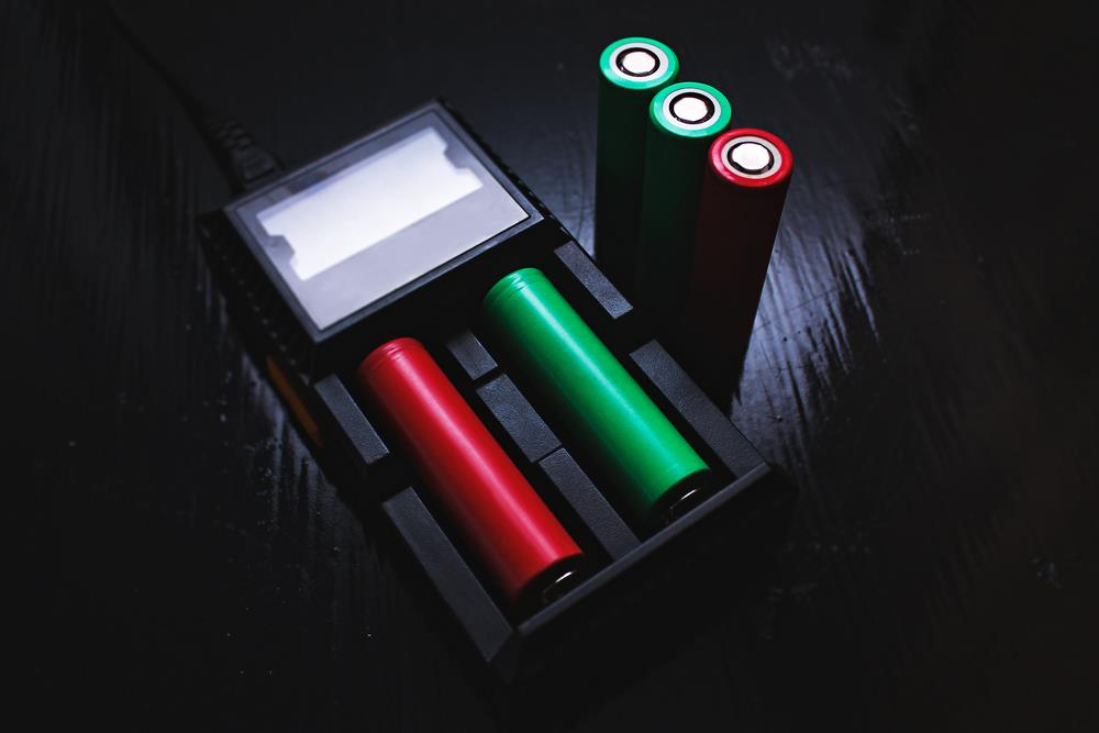 5 of the BEST 18650 BATTERY for FLASHLIGHT and Awesome Packages