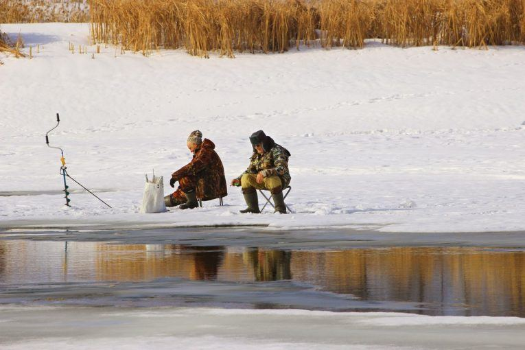 How to Catch Bowfin through the Ice 3